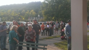 The crowd gathers to learn more from Consol about fracking