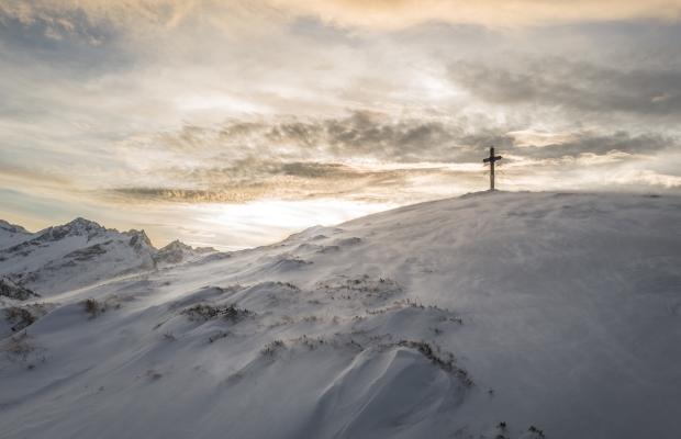 Finding Jesus on my own lukas-budimaier-49074