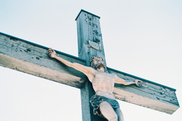 Crucifix christoph-schmid-258813-unsplash